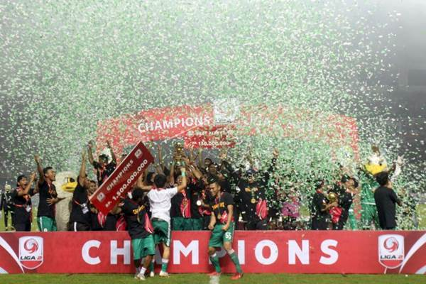 Suasa puncak Liga 2 yang mengatarkan PSS Sleman sebagai juara setelah mengalahkan Semen Padang pada laga final Liga 2/2018 di Stadion Pakansari, Bogor, Jawa Barat, Selasa (4/12/2018). - ANTARA/Yulius Satria Wijaya