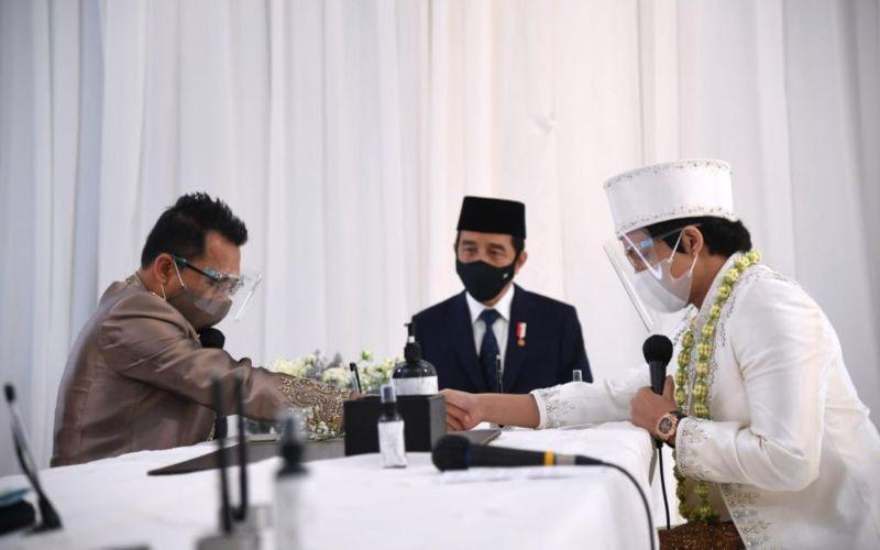 Presiden Jokowi menjadi saksi pernikahan Titania Aurelie Nur Hermansyah (Aurel) dengan Muhammad Attamimi Halilintar (Atta) di Ballroom Hotel Raffles, Kuningan, Jakarta Selatan, pada Sabtu, 3 April 2021  -  Dok. Setpres