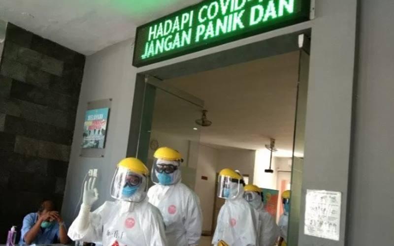 Petugas kesehatan Dinkes Bantul khusus penanganan kasus Covid-19. - Antara