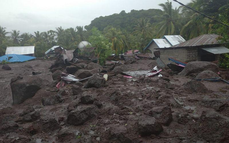Banjir bandang terjadi Flores Timur pada Minggu 4 April 2021, pukul 01.00 waktu setempat. BPBD melaporkan lima warga dari Desa Lamanele meninggal akibat kejadian ini  -  Dok. BPBD Kabupaten Flores Timur