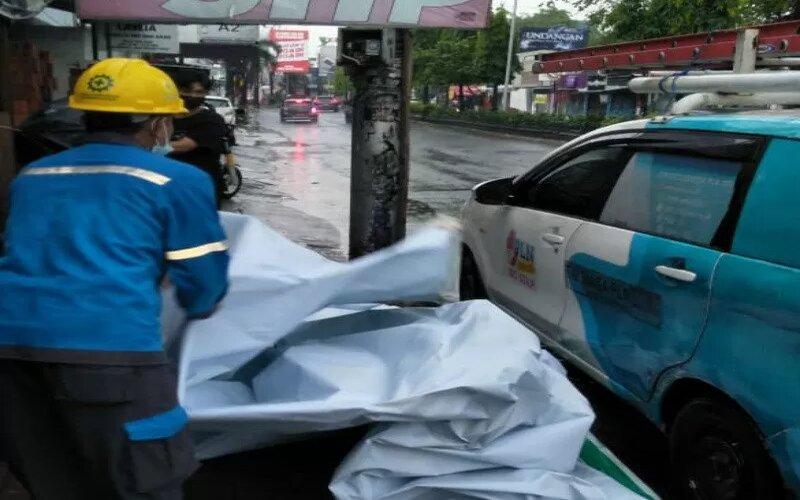 PLN berhasil memulihkan seluruh gardu listrik atau 2.723 gardu terdampak cuaca ekstrem di Yogyakarta. Hujan lebat disertai angin kencang pada Minggu, (4/4) siang mengakibatkan beberapa daerah mengalami gangguan listrik. - Antara/PLN