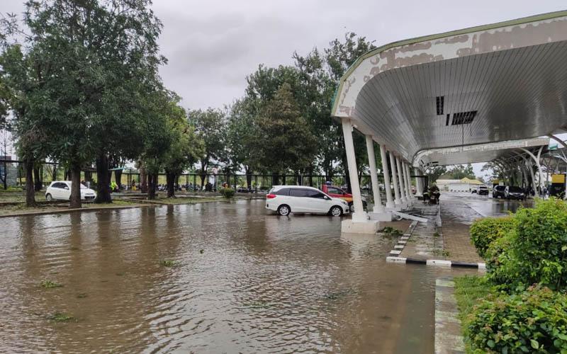 Suasana di Bandara El Tari, Kupang usai terkena dampak Siklon Tropis Seroja, Senin (5/4/2021).  - Dok. PT Angkasa Pura I