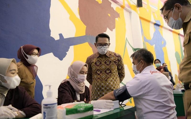 Vaksinasi massal yang digelar di Sport Jabar Arcamanik, Kota Bandung