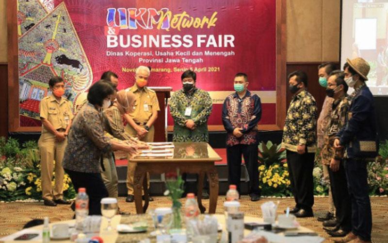 Empat General Manager Accor Group menandatangi kontrak kerja sama dengan 43 koperasi dan UMKM di Jawa Tengah terkait dengan pembelian produk UMKM pada Senin (5/4/2021). Nilai kontrak yang berlangsung selama dua tahun tersebut adalah Rp1,56 miliar. - Istimewa