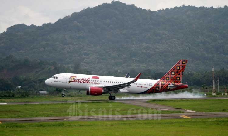 Aktifitas penerbangan di Bandara Sultan Hasanuddin Makassar, Sulawesi Selatan, Rabu (26/2/2020). Bisnis - Paulus Tandi Bone