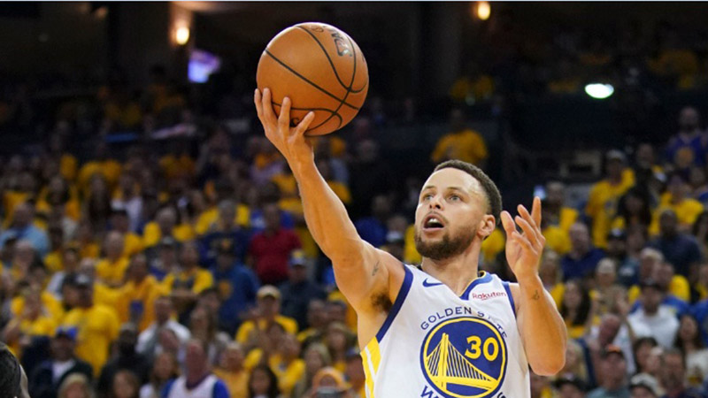 Pebasket Golden State Warriors Stephen Curry - Reuters