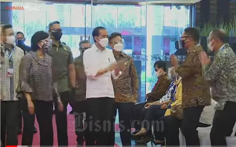 Presiden Jokowi saat meninjau vaksinasi massal untuk kalangan perbankan dan bursa saham di BEI, Rabu (31/3/2021). - Youtube/Sekretariat Presiden