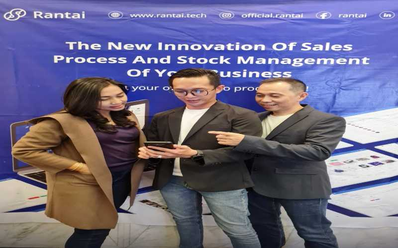 Rantai adalah sistem aplikasi berbasis Smart ERP (Enterprise Resource Planning) untuk memfasilitasi manajemen dan meningkatkan efisiensi perusahaan distribusi. Mulai dari pembelian, penjualan, inventaris manajemen, piutang, dan Point of Sale untuk manajemen perusahaan. Tampak dalam gambar (dari kiri):  Co-founder Rantai Thomas Alfa Edison Wilson dan Founder Rantai Steven Dharmawan memperkenalkan Rantai inovasi baru penjualan dan manajemen bisnis Anda! - Istimewa