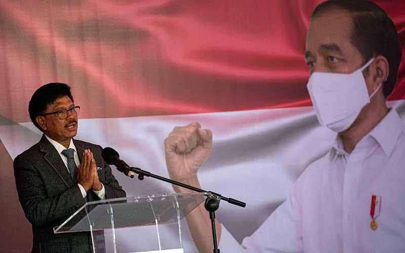Menteri Komunikasi dan Informatika (Menkominfo) Johnny G Plate menyampaikan sambutan jelang penandatanganan kerja sama dimulainya konstruksi Satelit Multifungsi Republik Indonesia (Satria) antara PT Satelit Nusantara Tiga (SNT) dengan perusahaan asal Perancis, Thales Alenia Space (TAS) di Jakarta, Kamis (3/9/2020). ANTARA FOTO - Aditya Pradana Putra