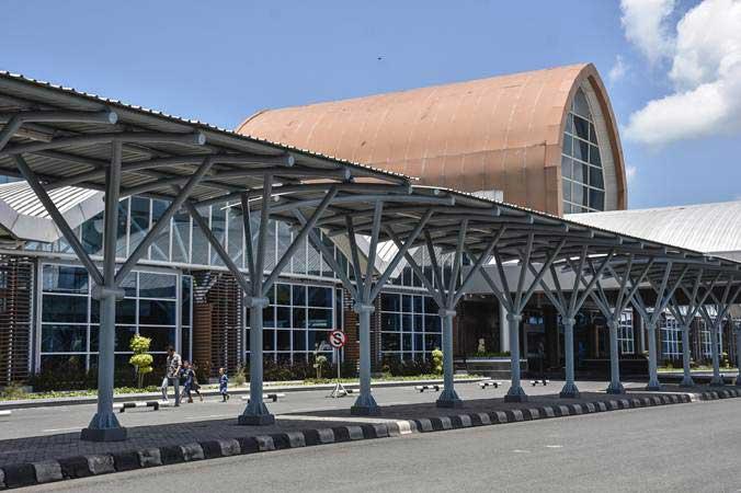 Suasana lengang tampak terlihat di terminal keberangkatan Lombok International Airport (LIA) di Praya, Lombok Tengah, NTB, Sabtu (16/2/2019). - ANTARA/Ahmad Subaidi