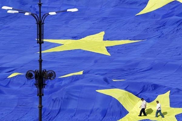 Bendera Uni Eropa - Reuters