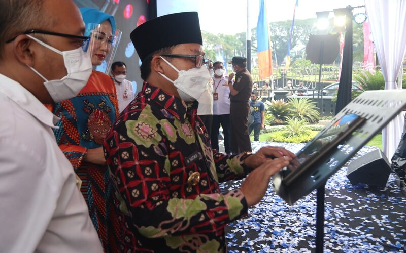 Wali Kota Malang Sutiaji (kanan) didampingi Kepala Badan Pendapatan Daerah Kota Malang Handi Priyanto pada Pelucuran E-SPPT PBB Kota Malang, Rabu (7/4/2021). - Istimewa