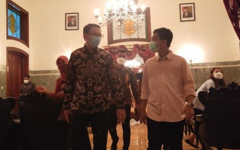 Ahok dan Gibran saat berada di rumah dinas Loji Gandrung Solo, Rabu (7/4/2021) - Antara/Aris Wasita