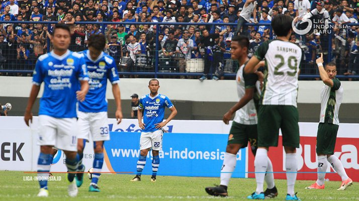 Supardi (tengah) - Liga Indonesia