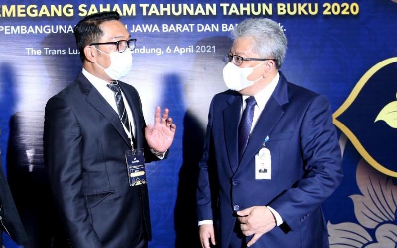 Pemegang saham pengendali Bank BJB sekaligus Gubernur Jawa Barat Ridwan Kamil bersama Direktur Utama Bank BJB Yuddy Renaldi - Bisnis