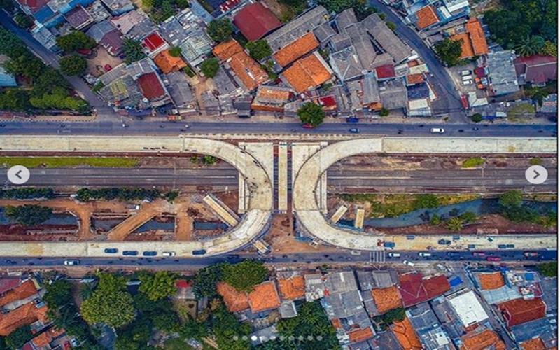 Jalan layang tapal kuda pertama di Indonesia di Jalan Lenteng Agung Jakarta Selatan. - Instagram @aniesbaswedan