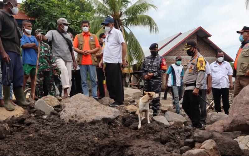 Kunjungan Kepala BNPB Doni Monardo di lokasi bencana, Nusa Tenggara TImur, pada Kamis (8/4/2021) - Dokumentasi BNPB/Apri Setiawan