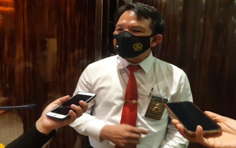 Wakil Direktur Reserse Kriminal Khusus Polda Sumsel, AKBP Ferry Harahap, memberikan keterangan kepada wartawan terkait pengisian elpiji bersubsidi di SPBE di Palembang.  - Bisnis/Dinda Wulandari