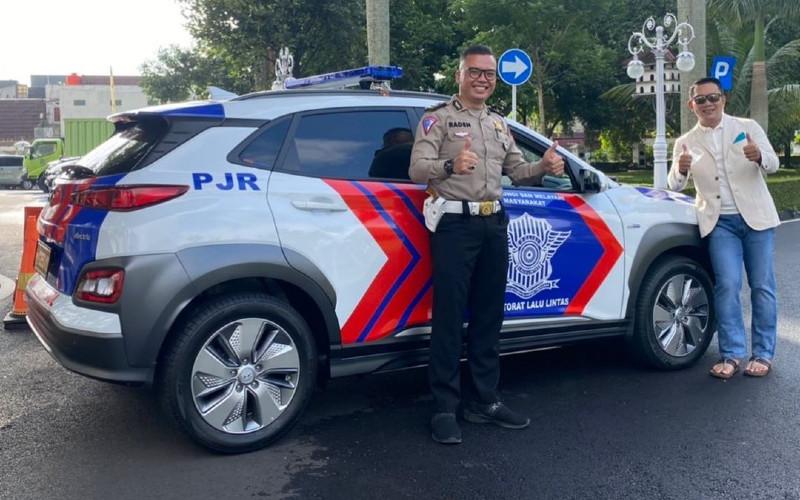 Polisi Patroli dan Pengawalan (Patwal) di kantor Gubernur Jawa Barat dengan mobil listrik Hyundai Kona.  - Bisnis.com/Pemprov Jabar
