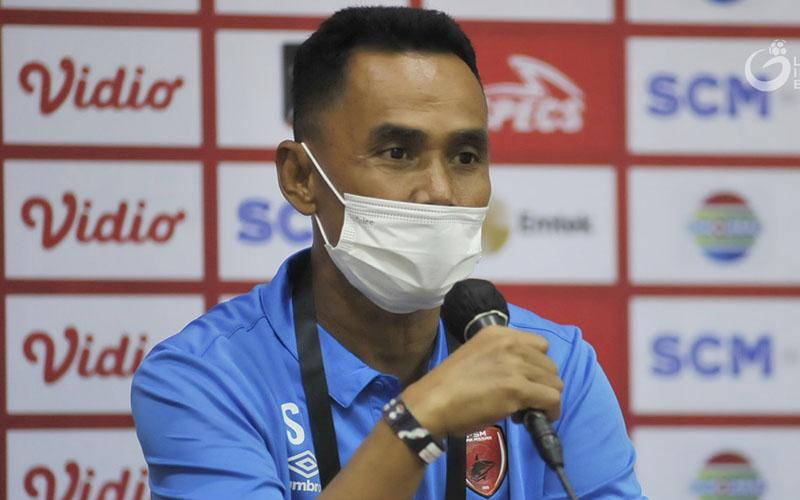 Pelatih PSM Makassar Syamsudin Batola. - LigaIndonesiaBaru.com