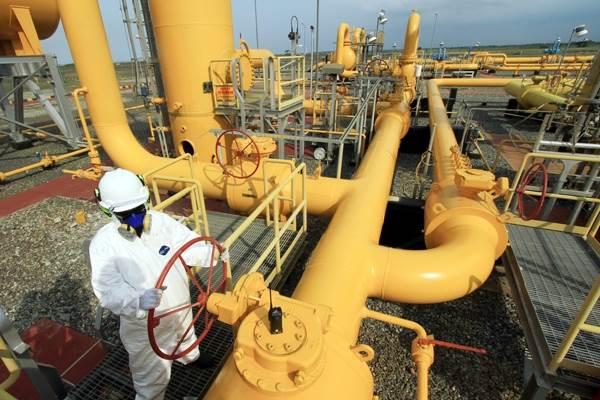 Ilustrasi pekerja di jaringan pipa gas. - ANTARA