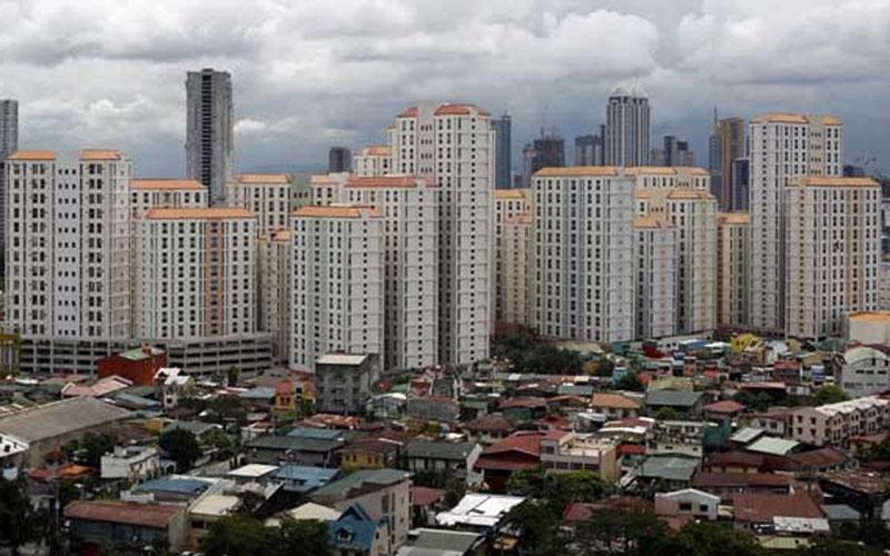 Deretan apartemen di Jakarta dalam foto file 2017. - Reuters