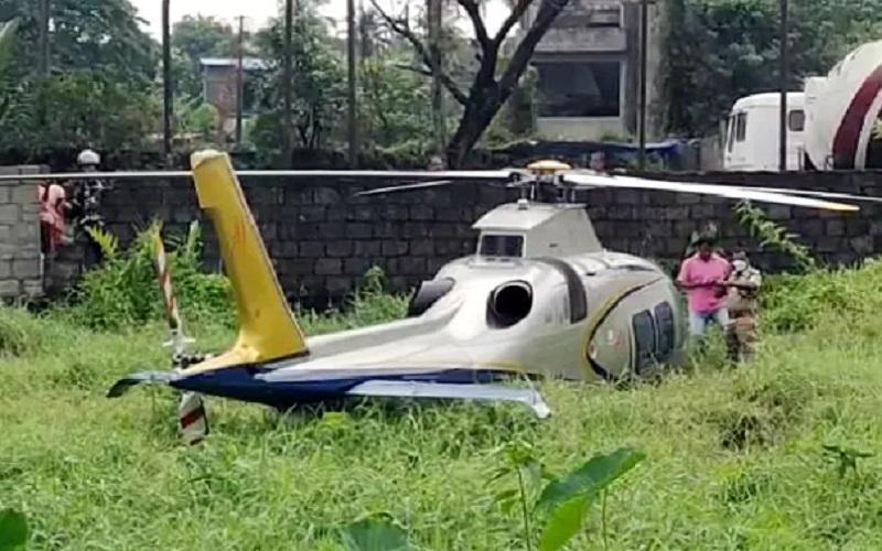 Sebuah helikopter yang membawa bos Lulu Group M.A. Yusuff Ali dan istrinya jatuh di dekat kampus Universitas Perikanan dan Studi Kelautan Kerala di Panangad pada Minggu (11/4/2021) pagi waktu setempat. - Istimewa/ANI