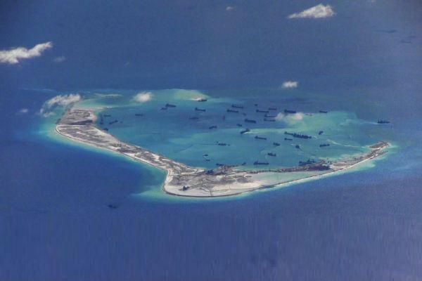Aktivitas kapal milik China di sekitar pulau karang Laut China Selatan. - Reuters