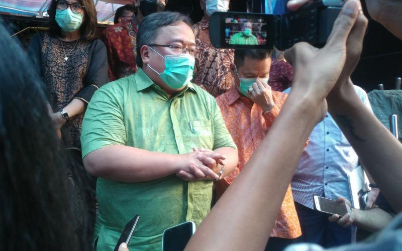 Menteri Riset dan Teknologi/Badan Riset dan Inovasi Nasional, Bambang Brojonegoro saat berada di PT Sat Nusapersada Tbk., Batam pada Sabtu (3/4/2021)-Bisnis - Bobi Bani.\r\n