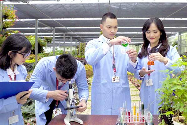 Praktisi yang ahli dari dunia industri diminta untuk mengajar di perguruan tinggi. Foto DEXA