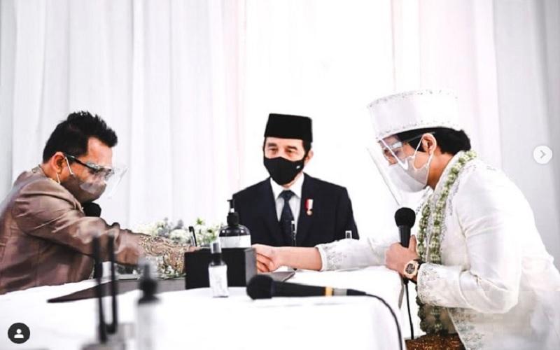Anang Hermansyah (kiri), Presiden Joko Widodo (tengah) dan Atta Halilintar (kanan) di acara pernikahan Atta-Aurel Hermansyah, Sabtu (3/4/2021).  - Instagram @attahlilintar