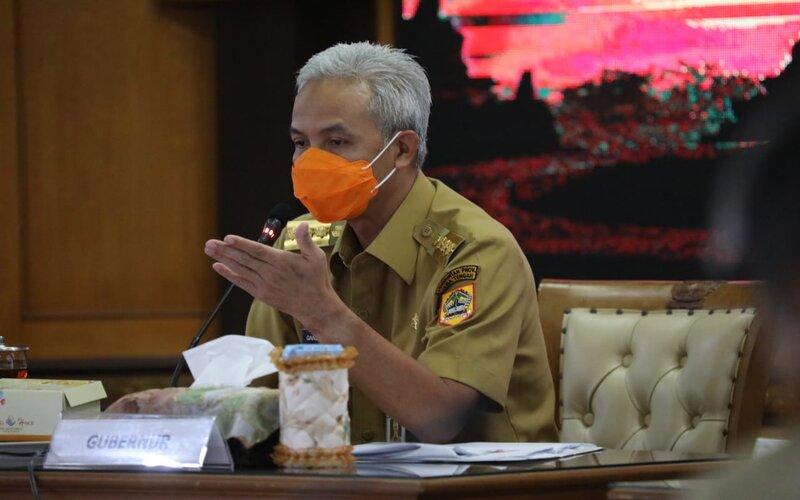 Gubernur Jateng Ganjar Pranowo saat memimpin Rapat Penanganan COVID-19 Jawa Tengah dan Larangan Mudik di ruang rapat gedung A kantor Pemprov Jateng, Senin (12/4/2021). - Dok Pemprov Jateng