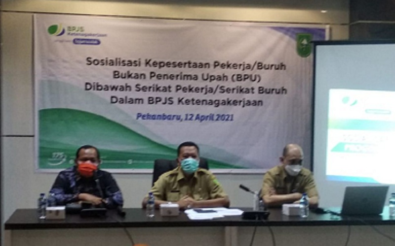 Sosialisasi bersama Dinaskertrans Riau dengan BPJamsostek Pekanbaru tentang Kepesertaan Pekerja/Buruh kategori Bukan Penerima Upah (BPU).  -  Istimewa