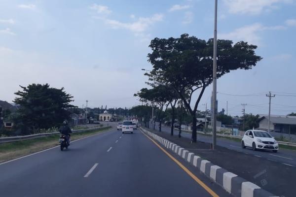Ilustrasi - Kondisi jalur arteri pantai utara dari Semarang menuju Pekalongan. - Bisnis