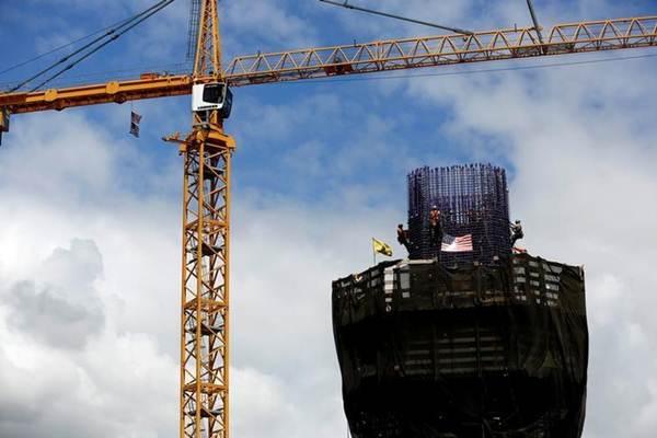 Ilustrasi kegiatan konstruksi pembangunan gedung. - Reuters