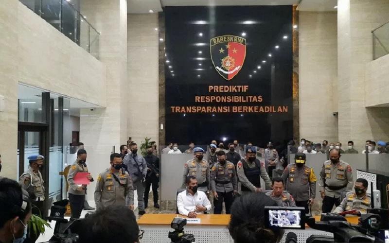Kapolri Jenderal Pol Listyo Sigit Prabowo memberikan keterangan pers pascapenembakan di Mabes Polri, Rabu (31/3/2021). - Antara