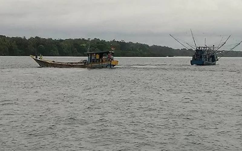 Ilustrasi. Kapal nelayan terlihat melintasi wilayah perairan di sekitar Pulau Sebaru, Kepulauan Seribu, DKI Jakarta, Jumat (28/2/2020). - Antara