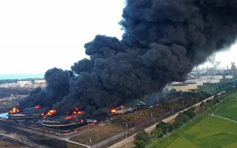 Ledakan kilang Pertamina di Balongan Indramayu - Antara