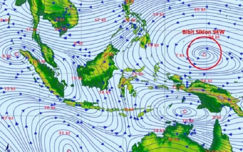 Bibit siklon tropis 94W di sekitar Pasifik Barat sebelah utara Papua. Ada temuan pulau baru di NTT akibat siklon tropis seroja. - Antara