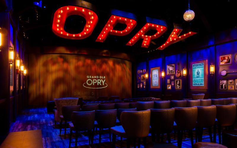The Grand Ole Opry. Tempat pertama yang dibangun khusus sebagai rumah bagi Grand Ole Opry, Opry House, dibuka pada 16 Maret 1974 dengan upacara yang dihadiri oleh Presiden Richard M. Nixon, yang bermain piano dan bernyanyi di pertunjukan malam itu.  - opry.com
