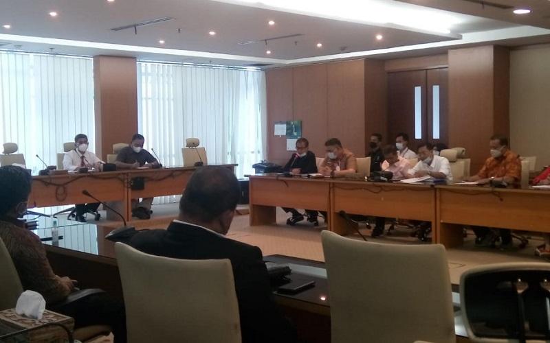 Suasana RDP yang digelar DPRD Sumut mengenai kenaikan harga BBM nonsubsidi, Kamis (15/4 - 2021).