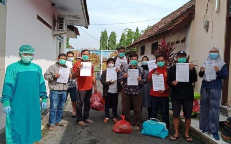 Warga Kabupaten Pasuruan, Jawa Timur, bersukacita setelah dinyatakan sembuh dari Covid-19. -  Istimewa