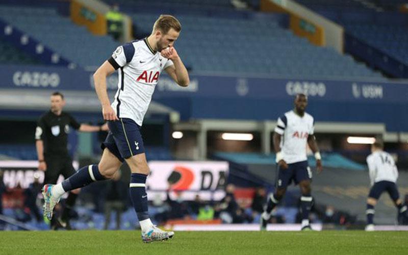 Ujung tombak Tottenham Hotspur Harry Kane selepas menjebol gawang Everton. - Twitter@SpursOfficial