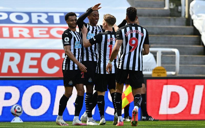 Para pemain Newcastle United merayakan gol ke gawang West Ham. - Twitter@NUFC