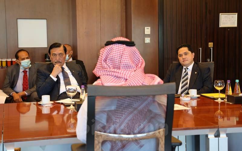 Menko bidang Kemaritiman dan Investasi Luhut Pandjaitan dan Menteri BUMN Erick Thohir saat berbincang dengan CEO Royal Commission of Makkah and Holy Sites Abdulrahman F. Addas, Selasa (8/12/2020). - Istimewa/KBRI Riyadh