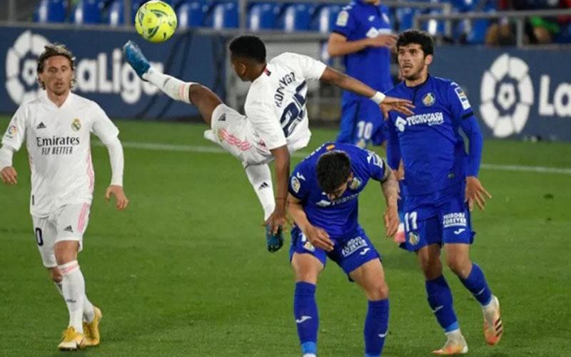 Pertarungan Real Madrid ver4sus Getafe berakhir imbang tanpa gol./Antara - AFP