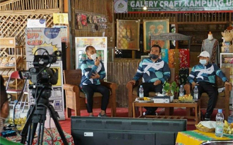 Bupati Blora Arief Rohman, Pimpinan Bank Jateng Cabang Koordinator Pati Marsudi, dan Pemimpin Bank Jateng Cabang Blora Tri Nugroho menjadi narasumber dalam talkshow Ngobrol Bareng Bupati dengan tema