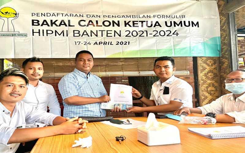 Rifky Hermiansyah menjadi orang pertama mengambil Formulir Calon Ketua Umum pada Pendaftaran Calon Ketua Umum Badan Pengurus Daerah (BPD) Himpunan Pengusaha Muda Indonesia (Hipmi) Banten pada 17-24 April 2021. - Istimewa