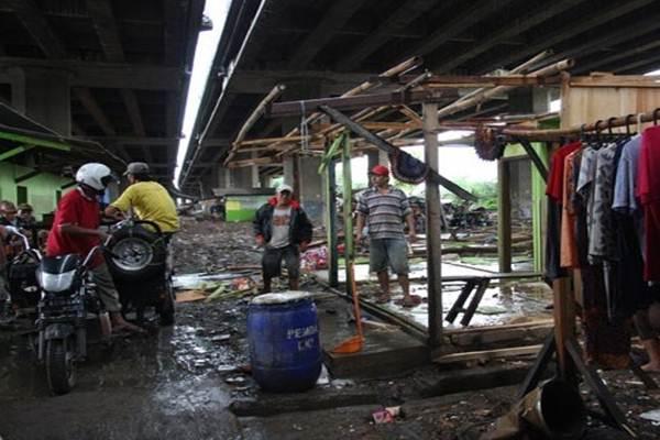 Kolong tol Pluit-Tomang, di Kalijodo, Jakarta Barat. - Antara