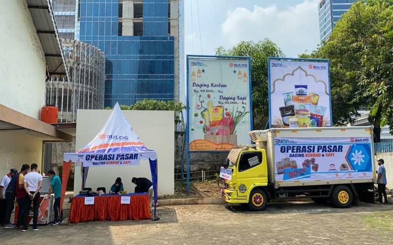 Kegiatan Operasi Pasar Daging Beku di Rumah Pangan Kita Gatot Subroto, Jakarta. - Istimewa